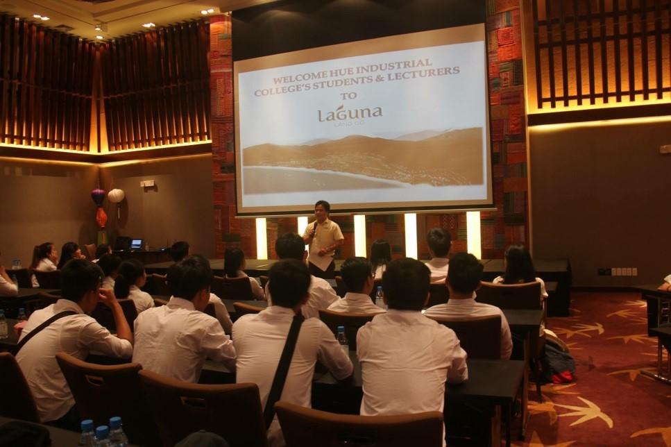 Sinh viên năm 1 tham quan thực tế tại Khu du lịch Laguna – Huế