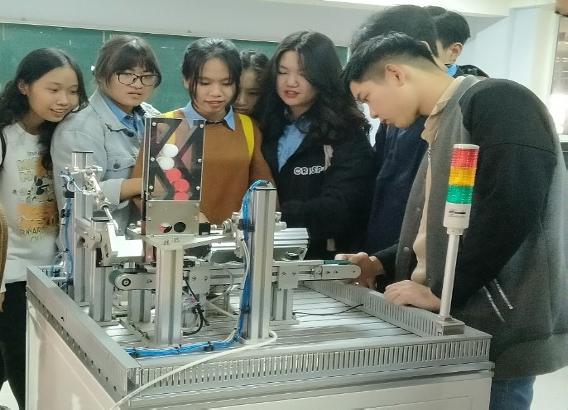 Sinh viên tốt nghiệp ngành kỹ thuật cơ điện tử