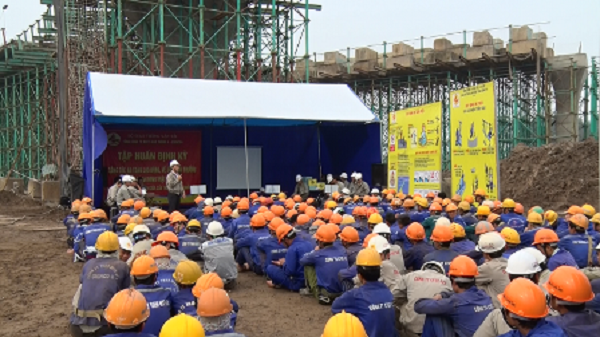 Huấn luyện an toàn lao động, vệ sinh lao động cho cán bộ công nhân viên công ty TNHH NN MTV khai thác công trình thủy lợi Thừa Thiên Huế