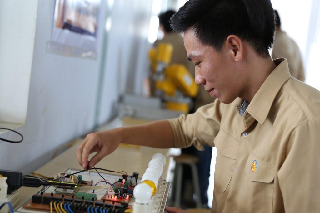 Sinh viên Trường Cao đẳng Công nghiệp Huế được học tập trong môi trường đầy đủ cơ sở vật chất, trang thiết bị, chú trọng kỹ năng nghề