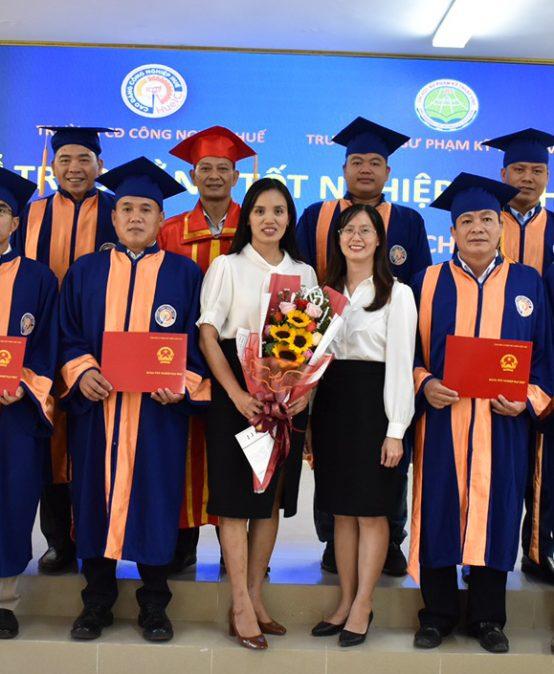 Lễ bế giảng và trao bằng tốt nghiệp Đại học cho sinh viên ngành Công nghệ chế tạo máy
