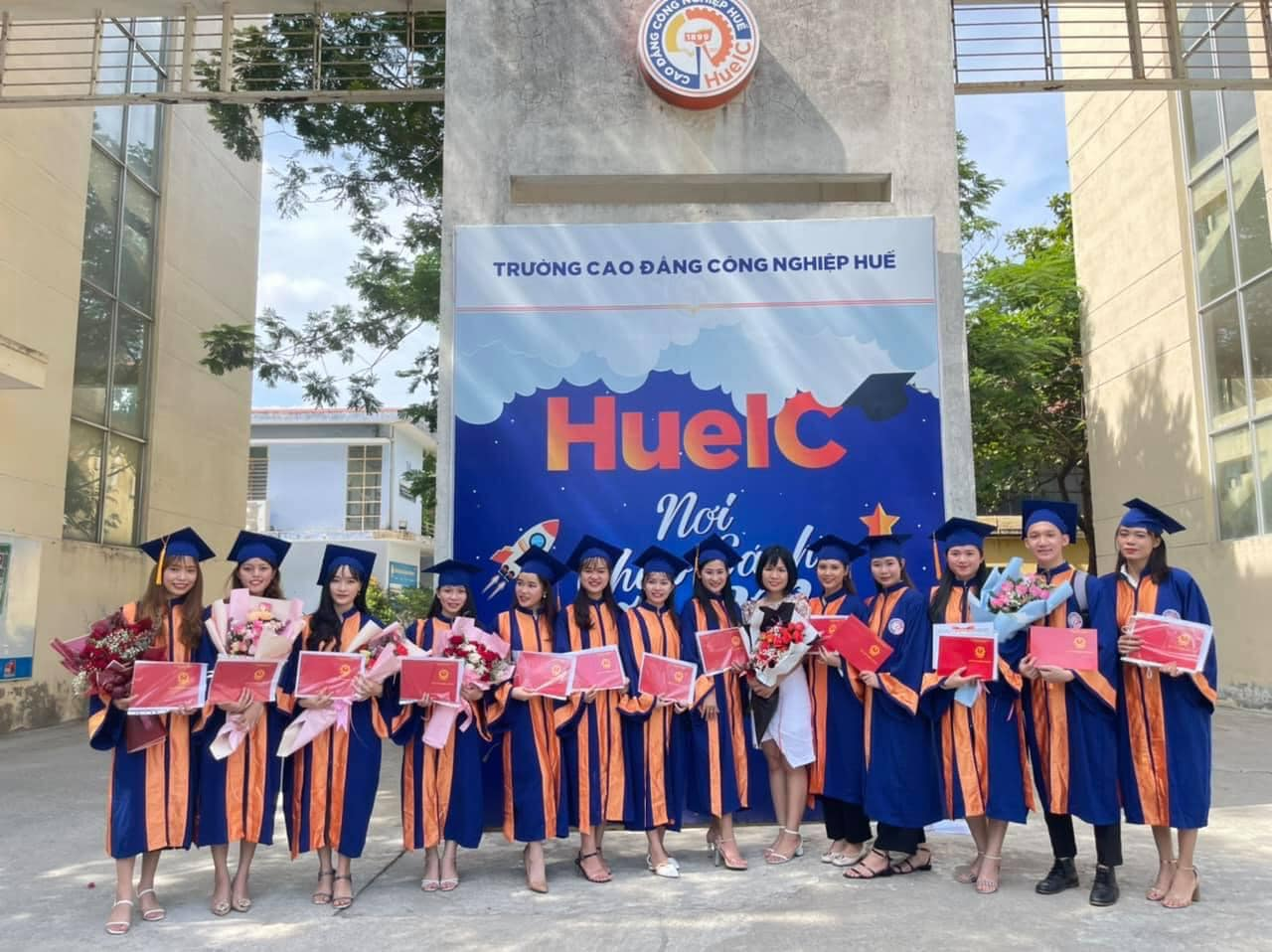 Lễ bế giảng và trao bằng tốt nghiệp năm 2021